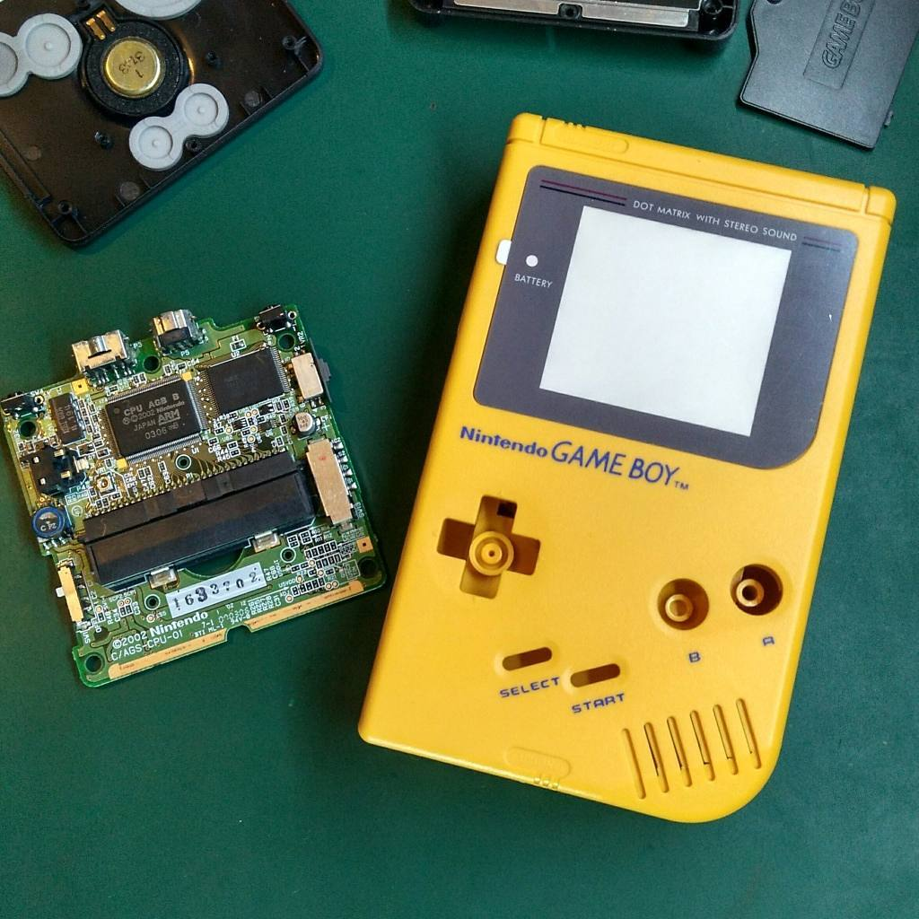Game Boy Pokemon Red – Battery-free cartridge mod with a